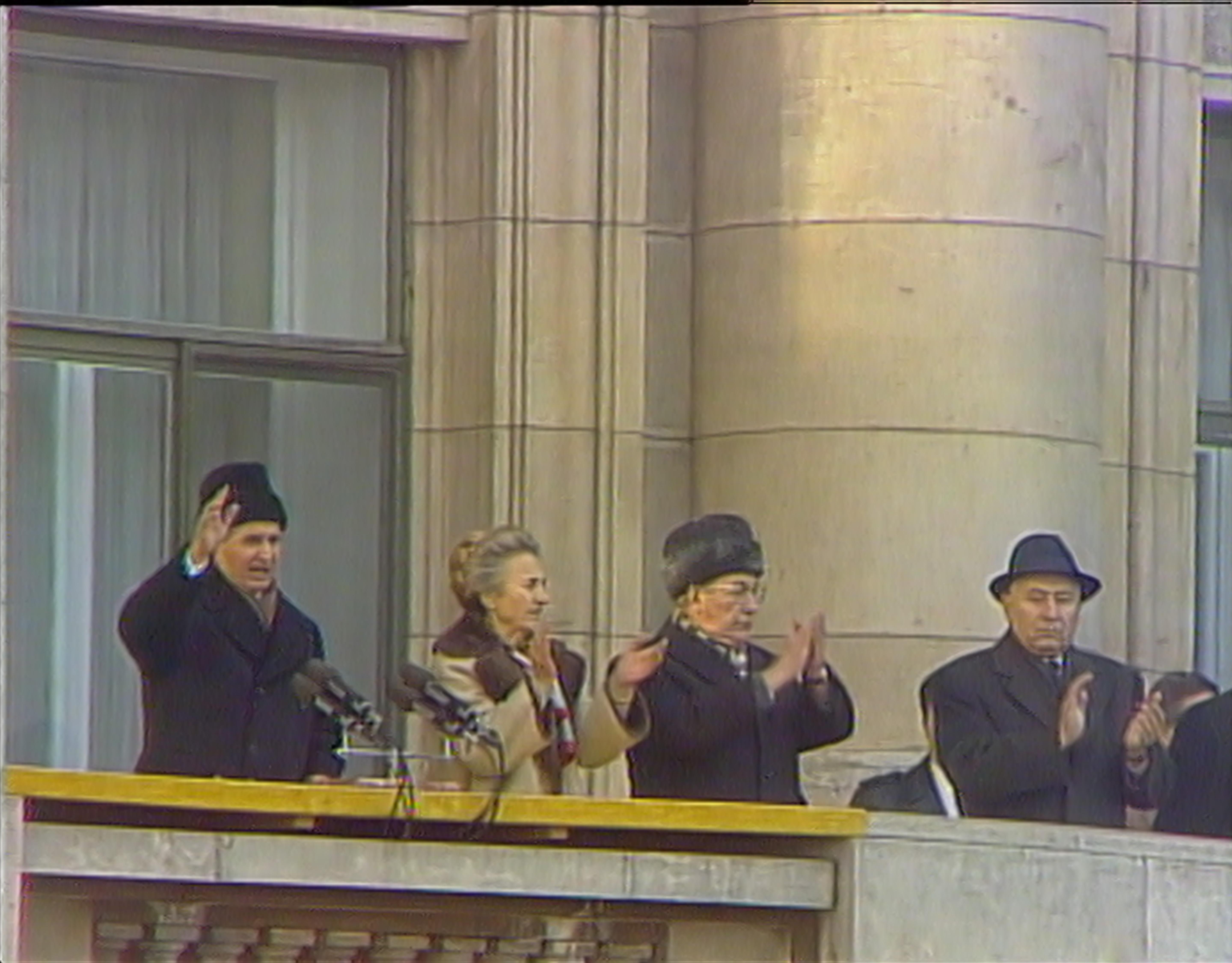 Videogramas de uma revolução   Videograms of a revolution